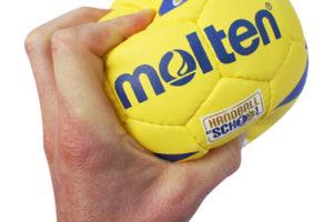 ハンドボールを強く握る